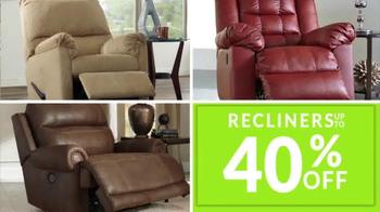 JR Furniture Garage Sale TV Spot, 'Warehouse Cleanup' - Thumbnail 4
