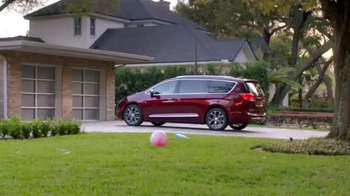 2017 Chrysler Pacifica TV Spot, 'Neighborhood Watch: Salads' - Thumbnail 1