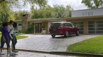 2017 Chrysler Pacifica TV Spot, 'Neighborhood Watch: Salads' - Thumbnail 3