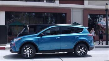 2016 Toyota RAV4 TV Spot, 'Me importa poco' [Spanish] - Thumbnail 3