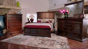 Rooms to Go Holiday Sale TV Spot, 'Something Cindy' Feat. Cindy Crawford - Thumbnail 3