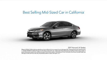 Happy Honda Days Sales Event TV Spot, 'Holiday Characters: 2017 Accord LX' - Thumbnail 8