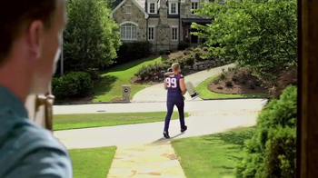 Papa John's Pan Pizza TV Spot, 'Carry' Featuring Peyton Manning, J.J. Watt - Thumbnail 6