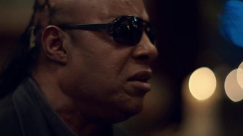 Apple TV Spot, 'Someday at Christmas' Featuring Stevie Wonder, Andra Day - Thumbnail 4