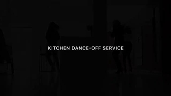 Apple Music TV Spot, 'Kitchen Dance-Off' Featuring Mary J. Blige - Thumbnail 7