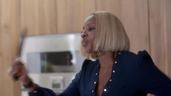 Apple Music TV Spot, 'Kitchen Dance-Off' Featuring Mary J. Blige - Thumbnail 5