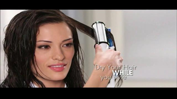 Instyler Wet to Dry TV Spot, 'Holiday Gift Giving' - Thumbnail 2