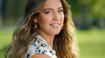 SKECHERS Relaxed Fit TV Spot, 'Good Doggies' Featuring Kelly Brook