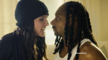 Old Navy TV Spot, \'Snoopin\' Around\' Feat. Julia Louis-Dreyfus, Snoop Dogg