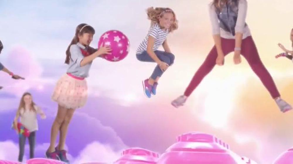 SKECHERS Skech-Air TV Commercial, 'Trampoline'