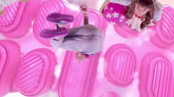 SKECHERS Skech-Air TV Spot, 'Trampoline' - Thumbnail 5