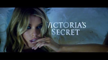 Victoria's Secret TV Spot, 'Holiday 2015: Ice Angel' - Thumbnail 8