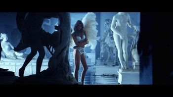Victoria's Secret TV Spot, 'Holiday 2015: Ice Angel' - Thumbnail 3