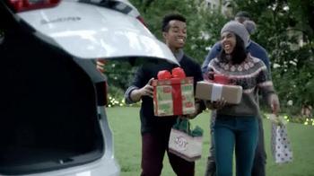 2015 Hyundai Holidays Sales Event TV Spot, 'Happiest Holidays: SUV' - Thumbnail 4