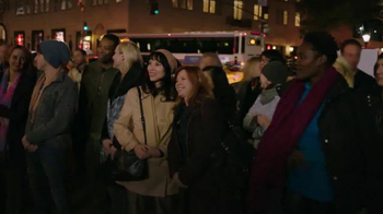 Microsoft TV Spot, 'Microsoft Spreads the Spirit of the Season on 5th Ave' - Thumbnail 3