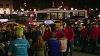 Microsoft TV Spot, 'Microsoft Spreads the Spirit of the Season on 5th Ave' - Thumbnail 4