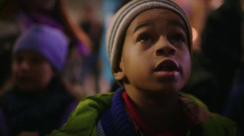 Microsoft TV Spot, 'Microsoft Spreads the Spirit of the Season on 5th Ave' - Thumbnail 6