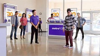 MetroPCS TV Spot, 'Break Dance' [Spanish]
