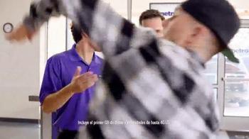MetroPCS TV Spot, 'Break Dance' [Spanish] - Thumbnail 3