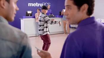 MetroPCS TV Spot, 'Break Dance' [Spanish] - Thumbnail 4