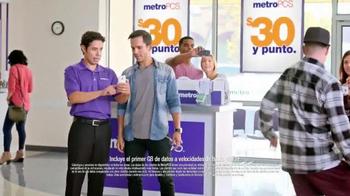 MetroPCS TV Spot, 'Break Dance' [Spanish] - Thumbnail 5