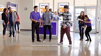 MetroPCS TV Spot, 'Break Dance' [Spanish] - Thumbnail 6