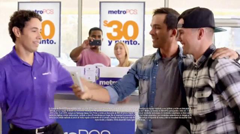 MetroPCS TV Spot, 'Break Dance' [Spanish] - Thumbnail 8