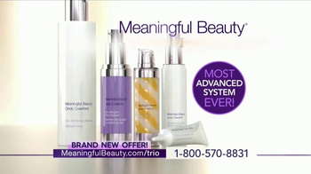 Meaningful Beauty Ultra TV Spot, 'Treatment Trio' Featuring Cindy Crawford - Thumbnail 4
