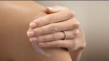 Aveeno Body Yogurt TV Spot, 'For Your Skin' Featuring Jennifer Aniston - Thumbnail 4