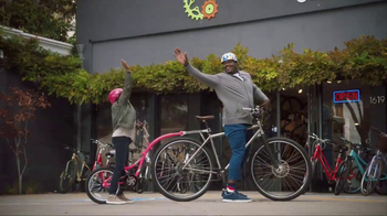 American Express TV Spot, 'Shaq and Wanda Sykes Shop for a Tandem Bike' - Thumbnail 5