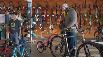 American Express TV Spot, 'Shaq and Wanda Sykes Shop for a Tandem Bike' - Thumbnail 8