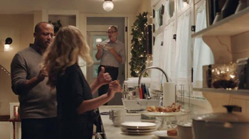 AT&T Wireless Unlimited Data TV Spot, 'Holiday Gathering' - Thumbnail 3