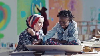 Microsoft TV Spot, 'Celebrate the Spirit of the Season' Song by Macy Gray - Thumbnail 4