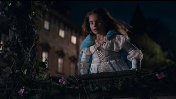 Apple iPhone 7 TV Spot, 'Romeo and Juliet' - Thumbnail 3