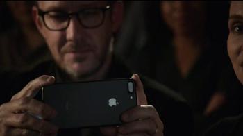 Apple iPhone 7 TV Spot, 'Romeo and Juliet' - Thumbnail 6