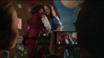 Apple iPhone 7 TV Spot, 'Romeo and Juliet' - Thumbnail 7