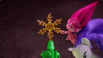 Target TV Spot, 'Holidays: Tree Topper' - Thumbnail 7