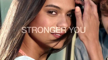 Garnier Fructis Sleek & Shine TV Spot, 'Stronger' Song by POWERS - Thumbnail 8