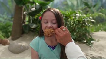 KFC $20 Family Fill Up TV Spot, 'Fun in the Sun' Featuring George Hamilton - Thumbnail 4