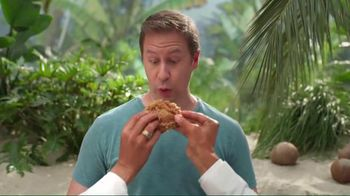 KFC $20 Family Fill Up TV Spot, 'Fun in the Sun' Featuring George Hamilton - Thumbnail 5