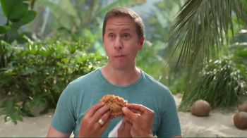 KFC $20 Family Fill Up TV Spot, 'Fun in the Sun' Featuring George Hamilton - Thumbnail 6