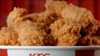 KFC $20 Fill Ups TV Spot, 'Doble empanizado' [Spanish] - Thumbnail 7