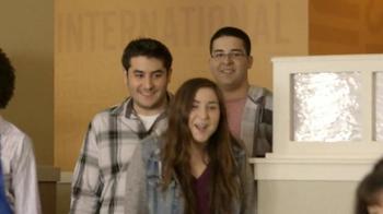 IHOP Fruit 'n Streusel Crepes TV Spot, 'A Single Mom's Reunion' - Thumbnail 3