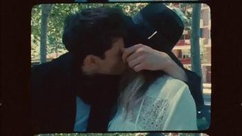 H&M TV Spot, 'Autumn 2015: Fall in Love' Featuring Anna Ewers - Thumbnail 5