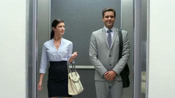 Tukol TV Spot, 'Tosiendo en el elevador' [Spanish] - Thumbnail 6