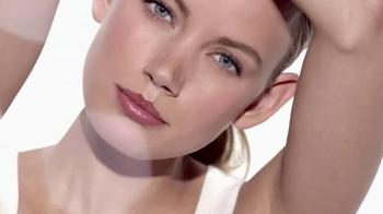 Macy's Beauty Scene TV Spot, 'Clinique Custom Repair' - Thumbnail 5