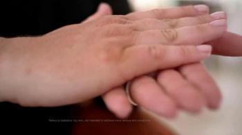 Gold Bond Diabetics' TV Spot, 'Long Lasting Moisture' - Thumbnail 2