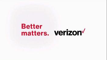 Verizon TV Spot, 'Smaller Hand' Featuring J.J. Watt - Thumbnail 7