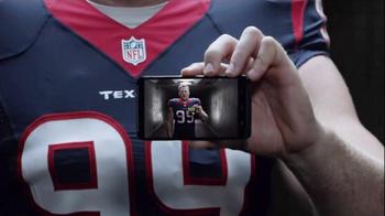 Verizon TV Spot, 'Smaller Hand' Featuring J.J. Watt - Thumbnail 1