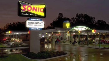 Sonic Drive-In Boneless Wings TV Spot, 'Wing Night' [Spanish] - Thumbnail 1
